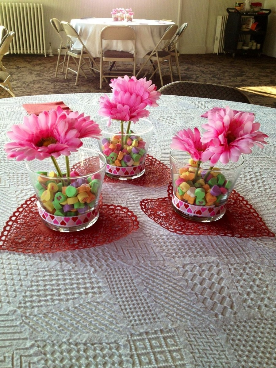 Beautiful And Romantic Valentine Dining Table Decoration Ideas 12