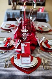 Beautiful And Romantic Valentine Dining Table Decoration Ideas 30