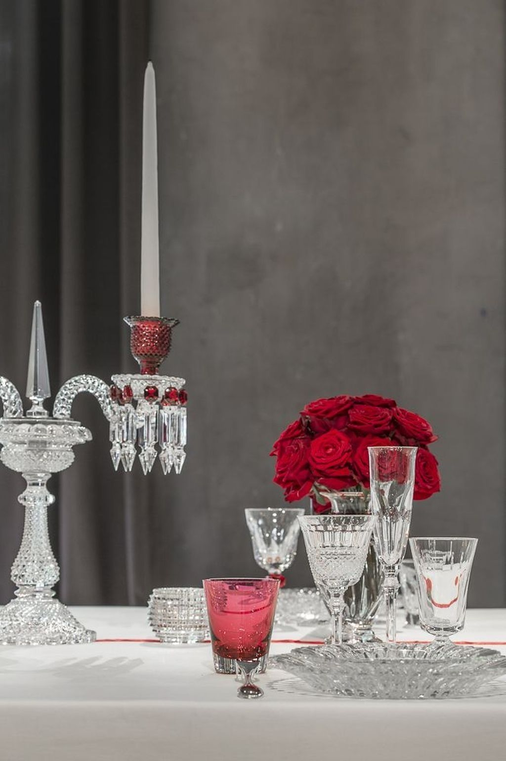 Beautiful And Romantic Valentine Dining Table Decoration Ideas 34