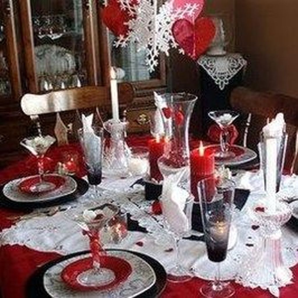 Beautiful And Romantic Valentine Dining Table Decoration Ideas 36