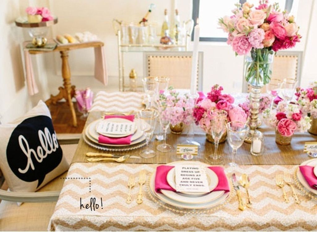 Beautiful And Romantic Valentine Dining Table Decoration Ideas 37