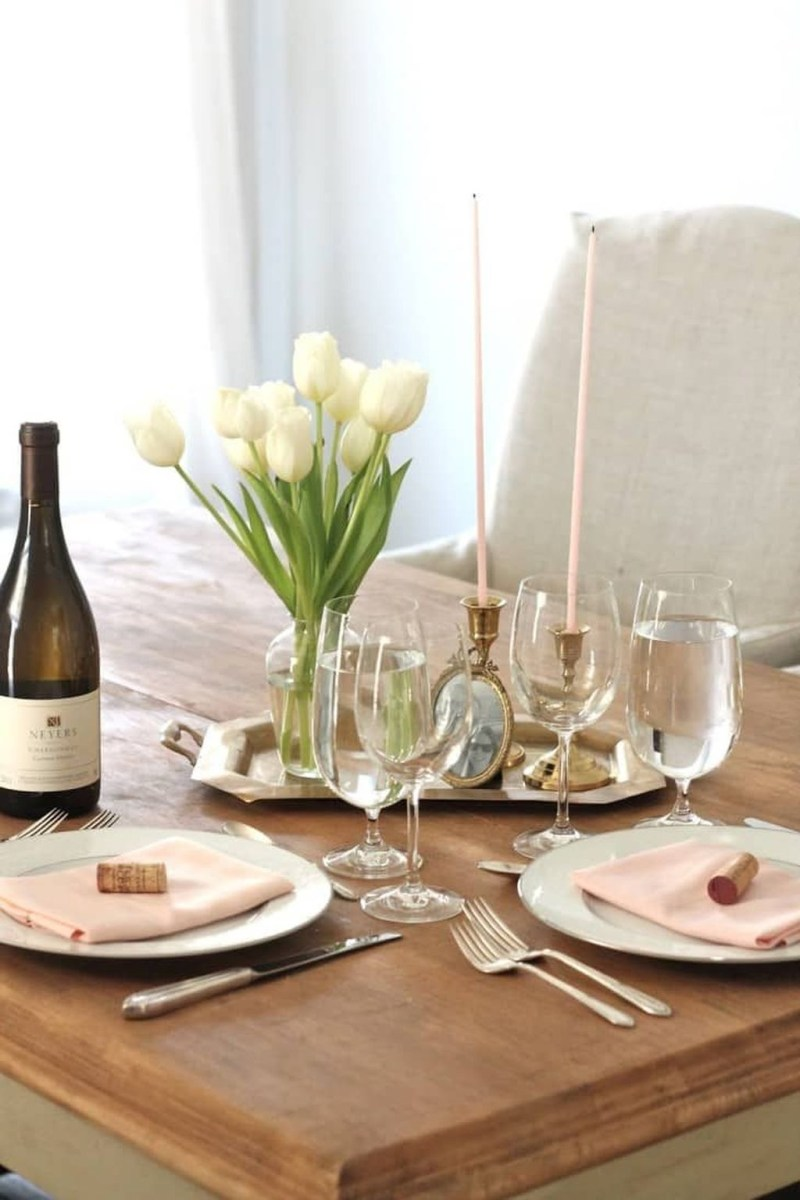 Beautiful And Romantic Valentine Dining Table Decoration Ideas 44