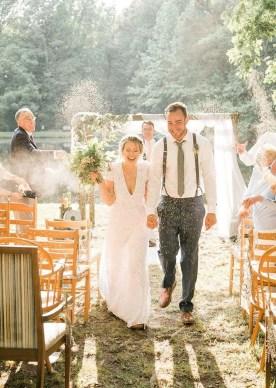 Beautiful Backyard Wedding Decor Ideas To Get A Romantic Impression 09