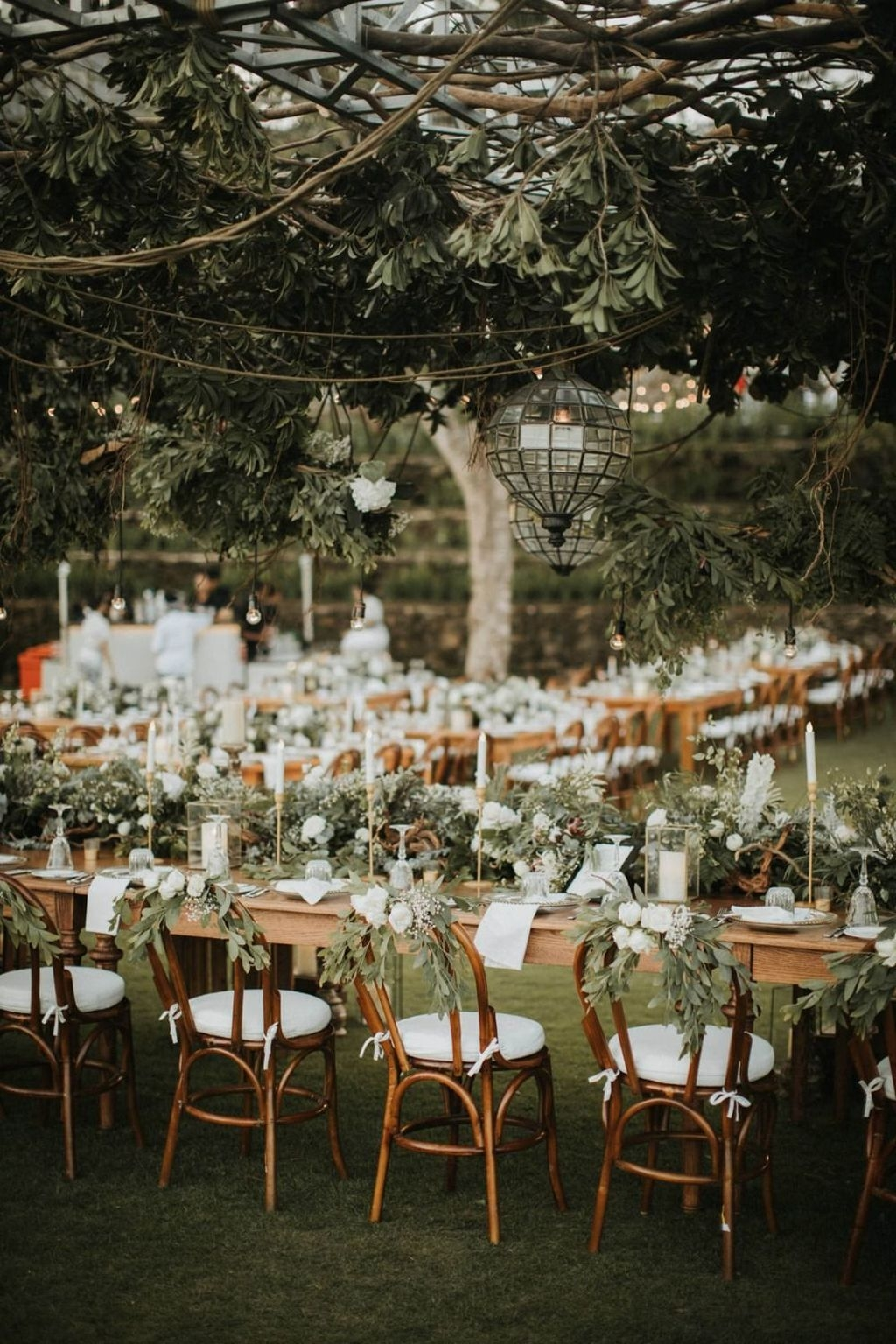 Beautiful Backyard Wedding Decor Ideas To Get A Romantic Impression 17