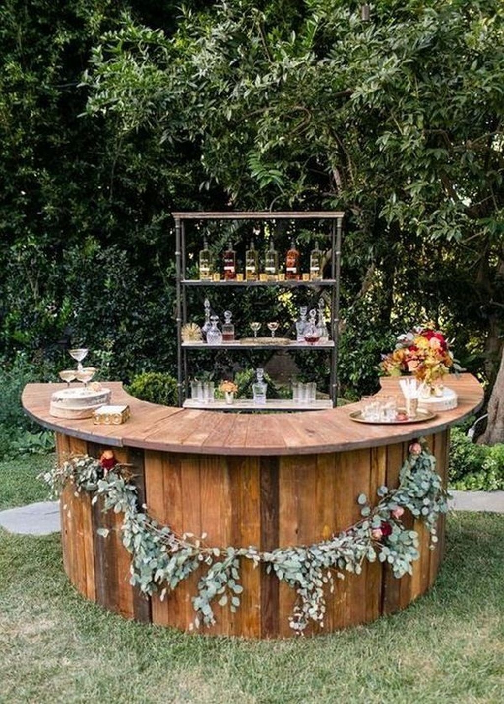 Beautiful Backyard Wedding Decor Ideas To Get A Romantic Impression 34