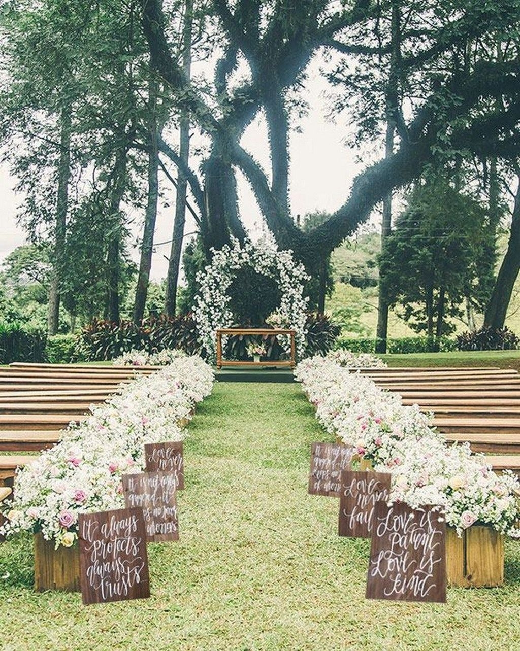 Beautiful Backyard Wedding Decor Ideas To Get A Romantic Impression 50