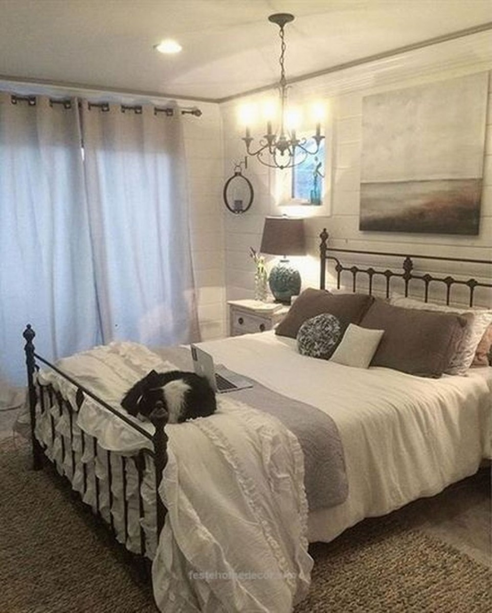 Beautiful Modern Farmhouse Master Bedroom Decoration Ideas 06