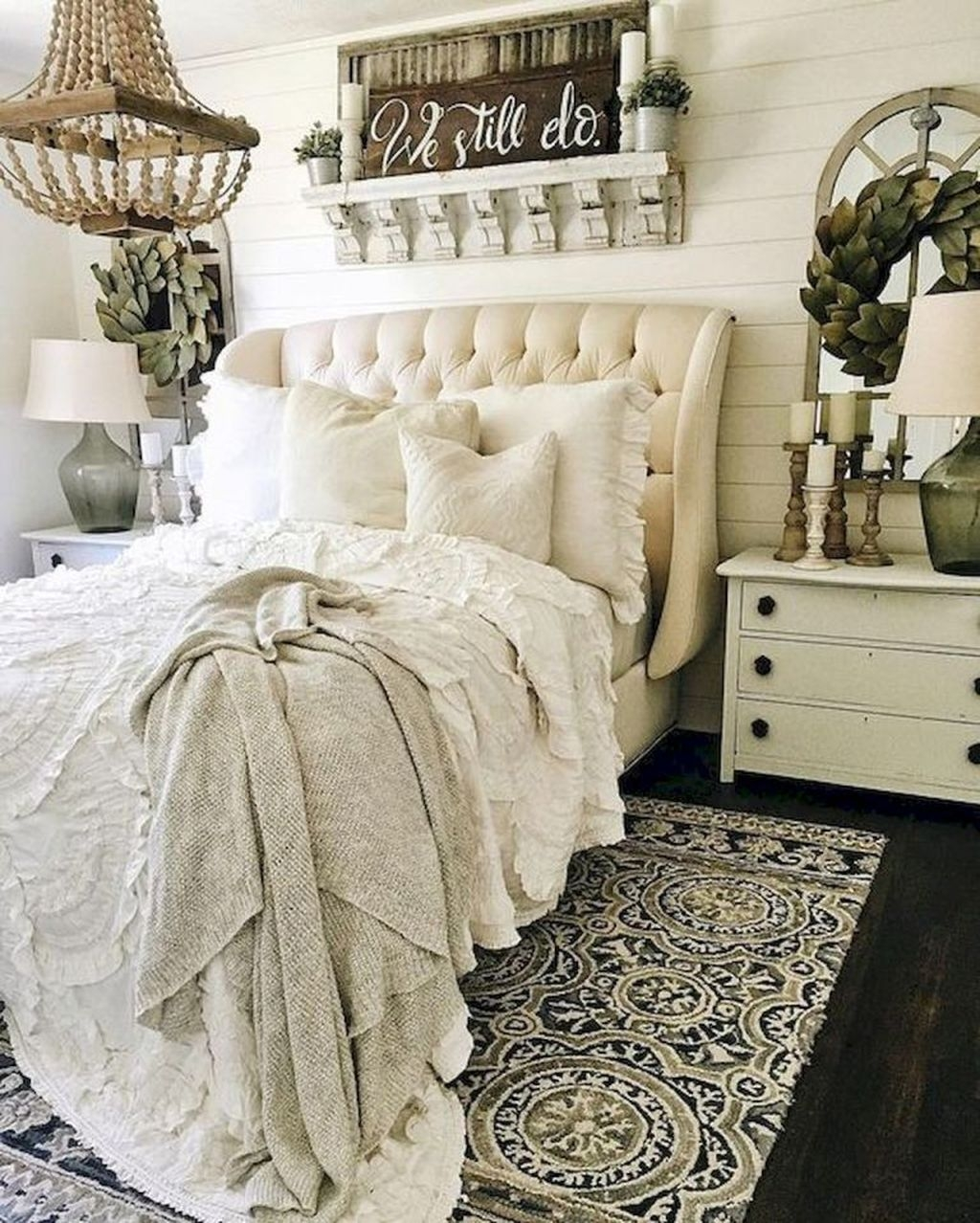 Beautiful Modern Farmhouse Master Bedroom Decoration Ideas 24