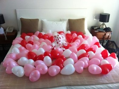Cute And Romantic Valentine Bedroom Decor Ideas 08