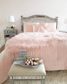 Cute And Romantic Valentine Bedroom Decor Ideas 26