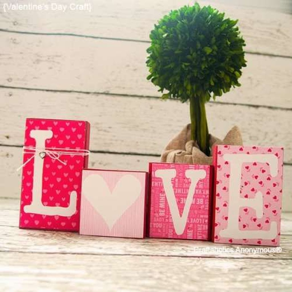 Lovely Valentine Home Decor Ideas For Couples 09