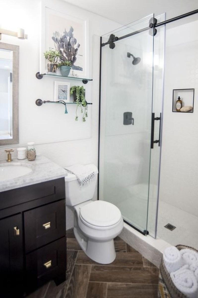 Popular Small Bathroom Remodel Ideas 33