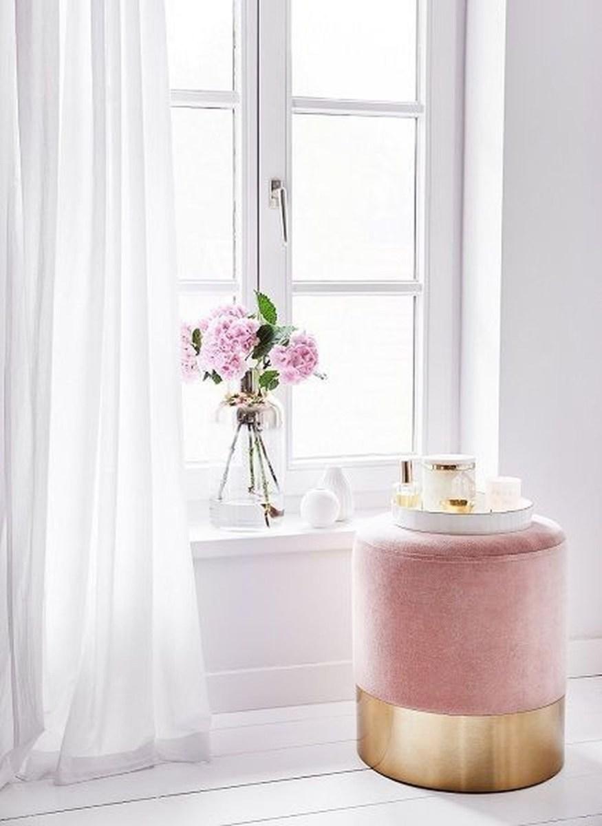 Romantic Living Room Decor With Valentine Themes 04