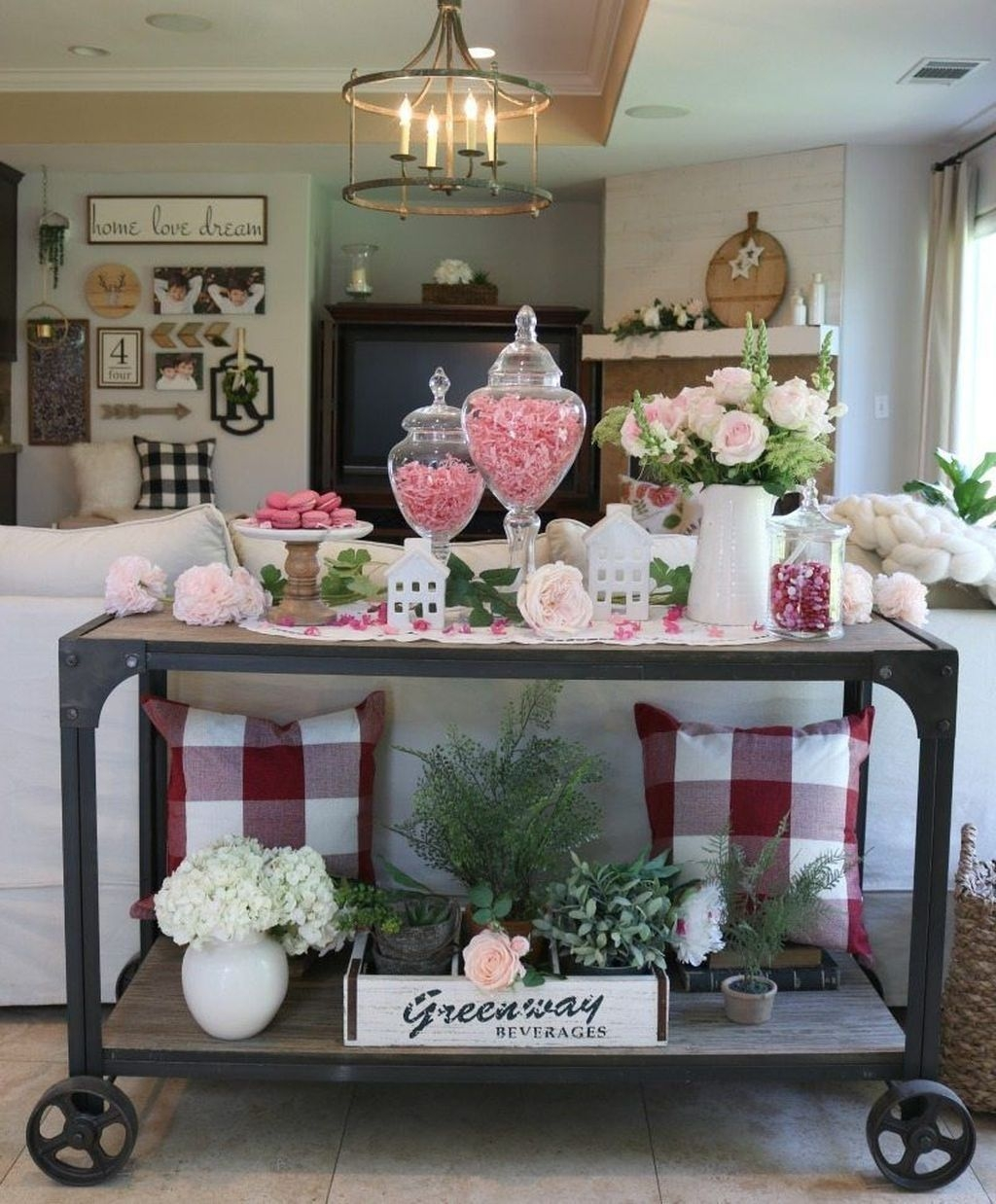 Romantic Living Room Decor With Valentine Themes 05