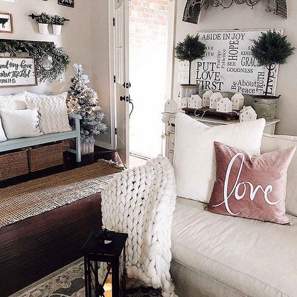Romantic Living Room Decor With Valentine Themes 12