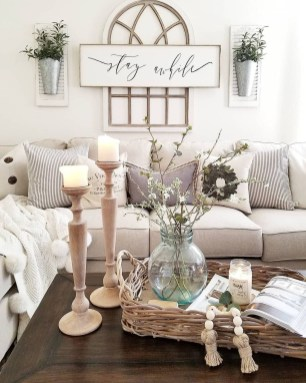 Romantic Living Room Decor With Valentine Themes 33