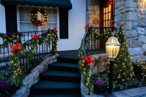 Stunning Valentines Day Front Porch Decor Ideas 01
