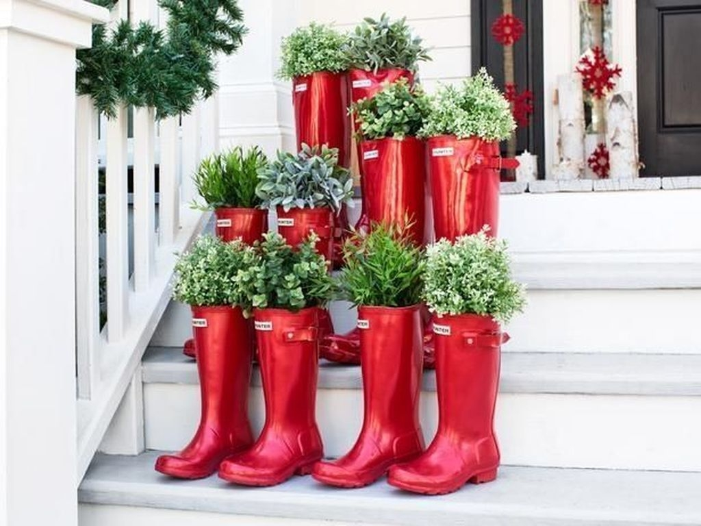 Stunning Valentines Day Front Porch Decor Ideas 03