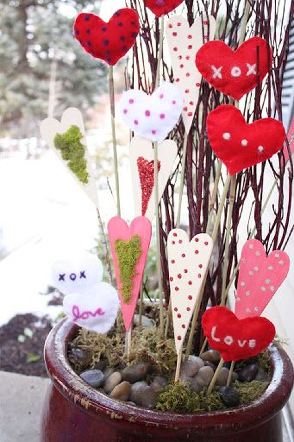 Stunning Valentines Day Front Porch Decor Ideas 10