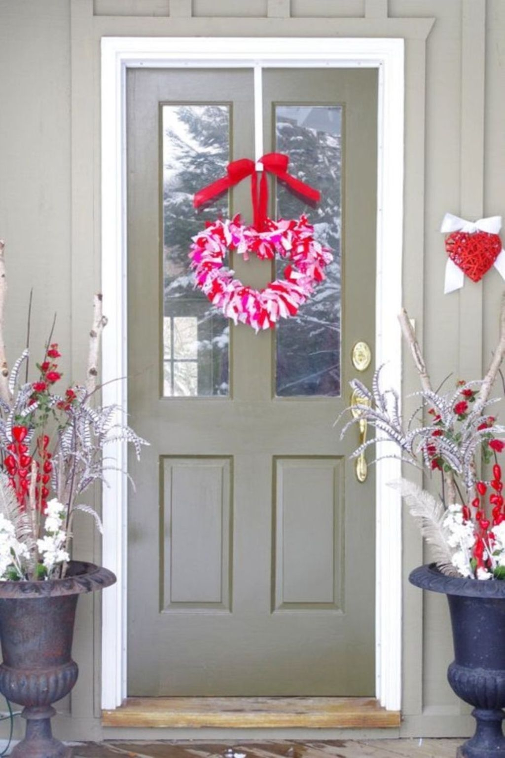 Stunning Valentines Day Front Porch Decor Ideas 13