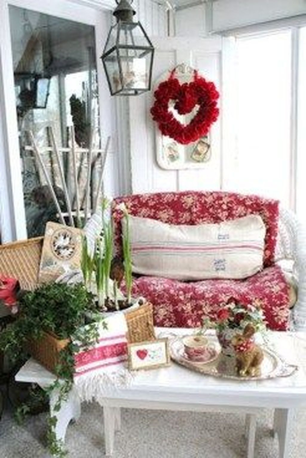 Stunning Valentines Day Front Porch Decor Ideas 16