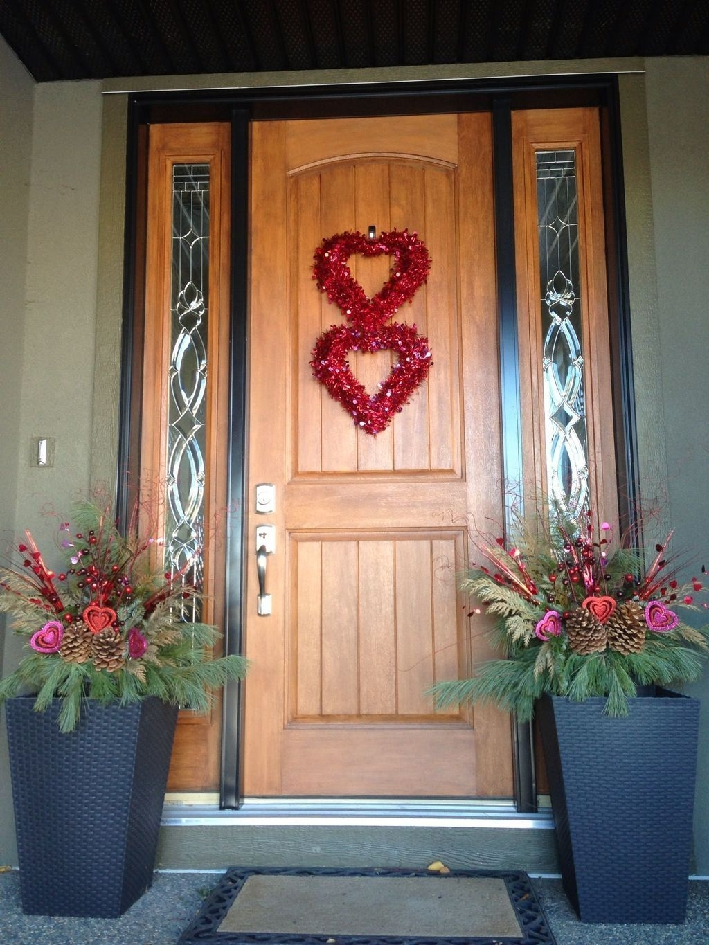 Stunning Valentines Day Front Porch Decor Ideas 21
