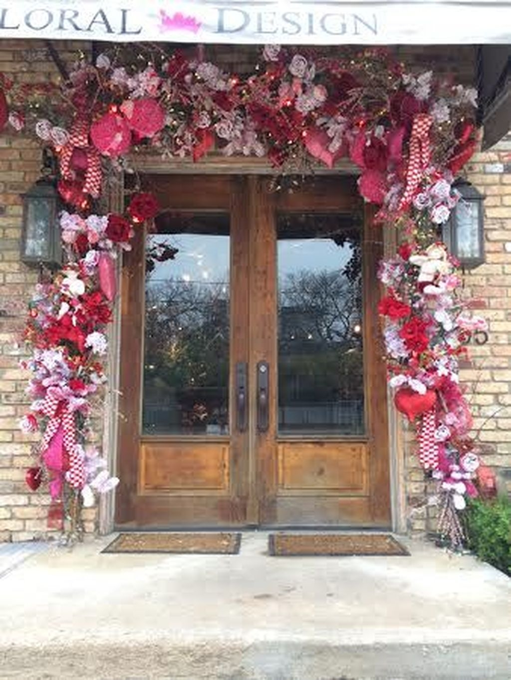 Stunning Valentines Day Front Porch Decor Ideas 27