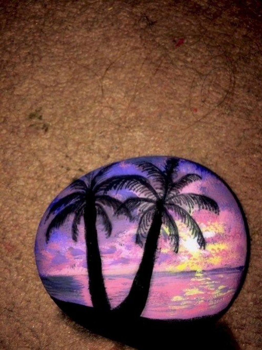 Sweet Rock Painting Design Ideas For Your Home Decor 38