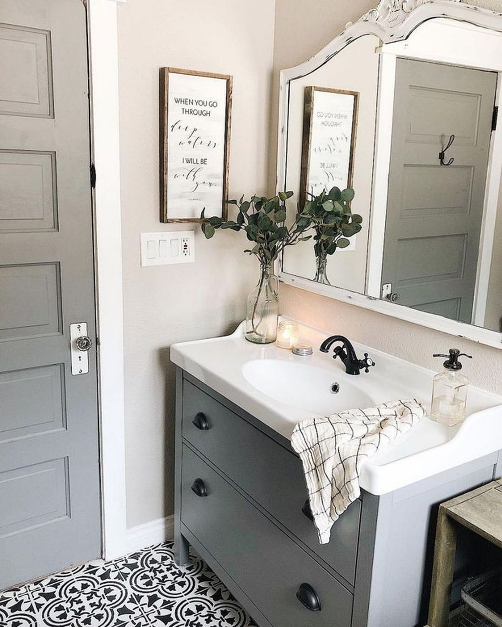 Totally Adorable Small Bathroom Decor Ideas 10