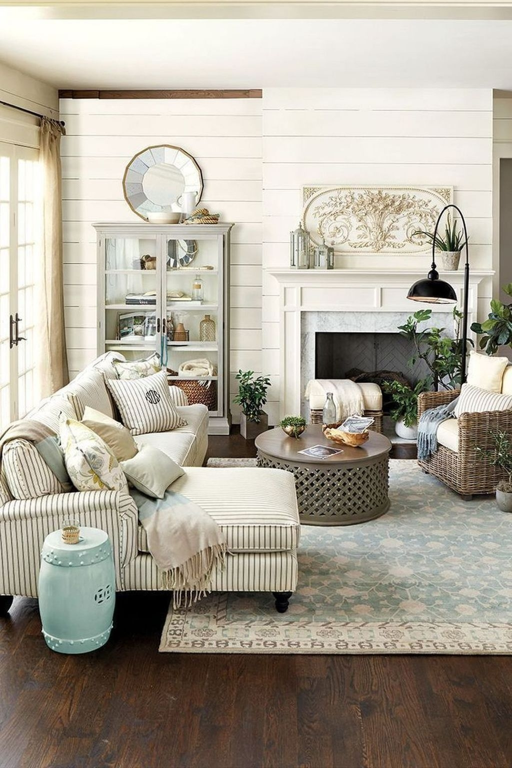 The Best Bohemian Farmhouse Decorating Ideas For Your Living Room 38