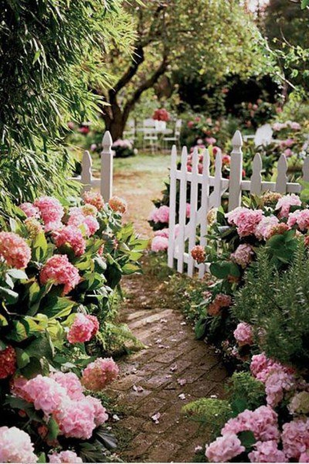 Beautiful Flower Garden Design Ideas 09