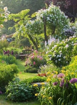 Beautiful Flower Garden Design Ideas 17