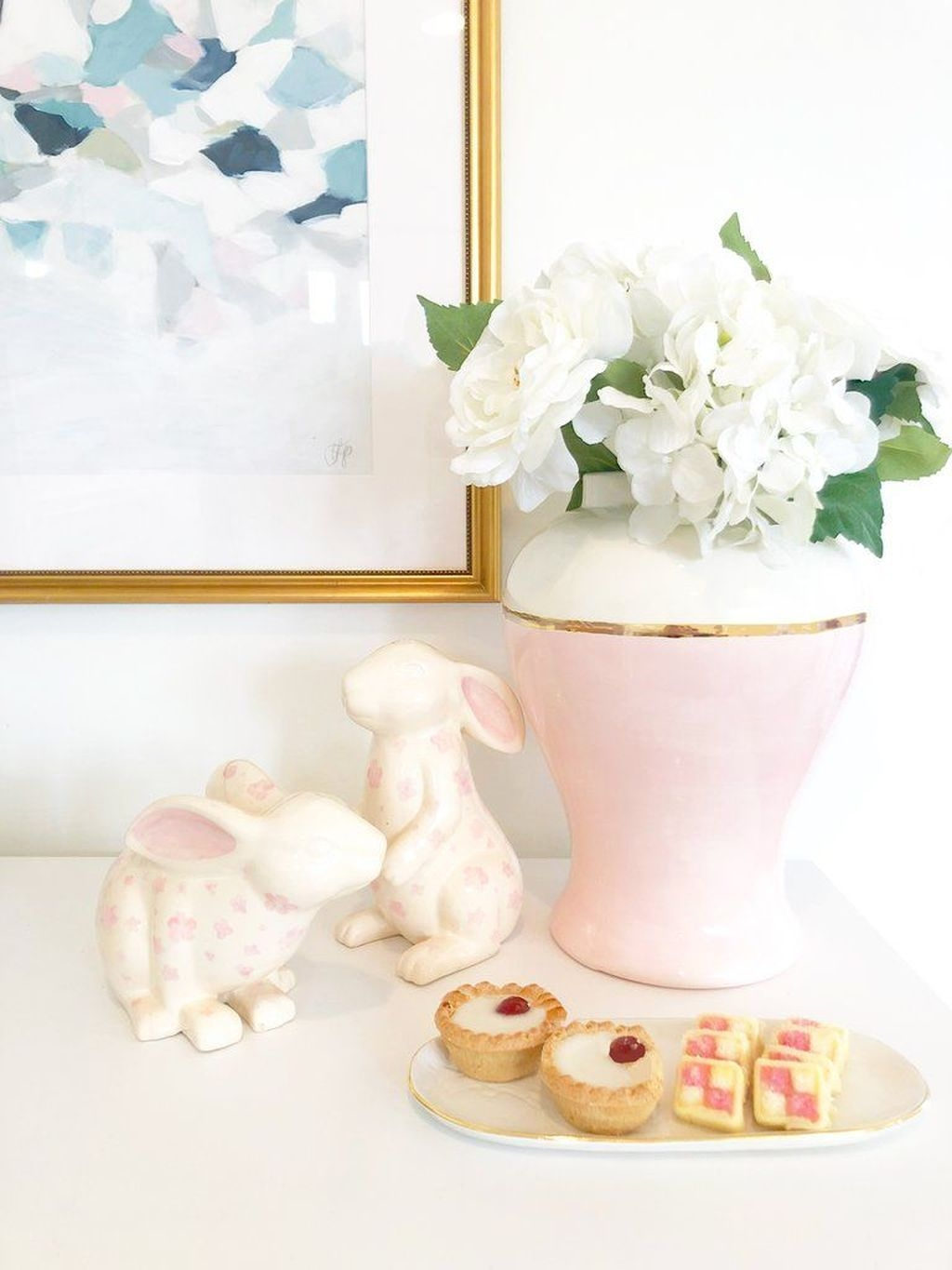 Lovely Easter Living Room Decor Ideas 08