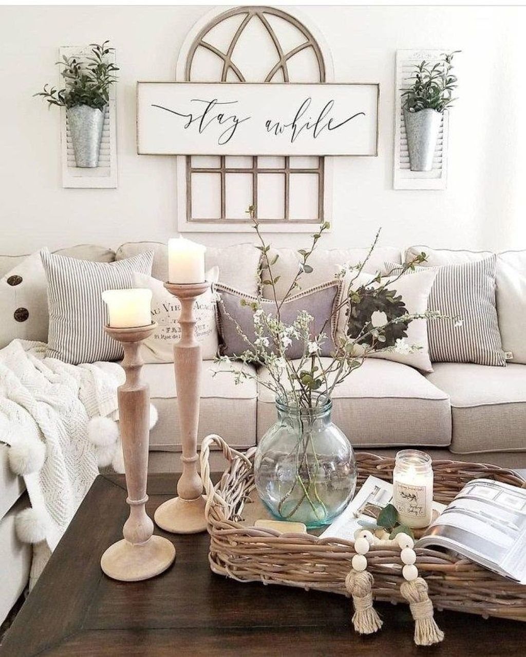 Lovely Easter Living Room Decor Ideas 09