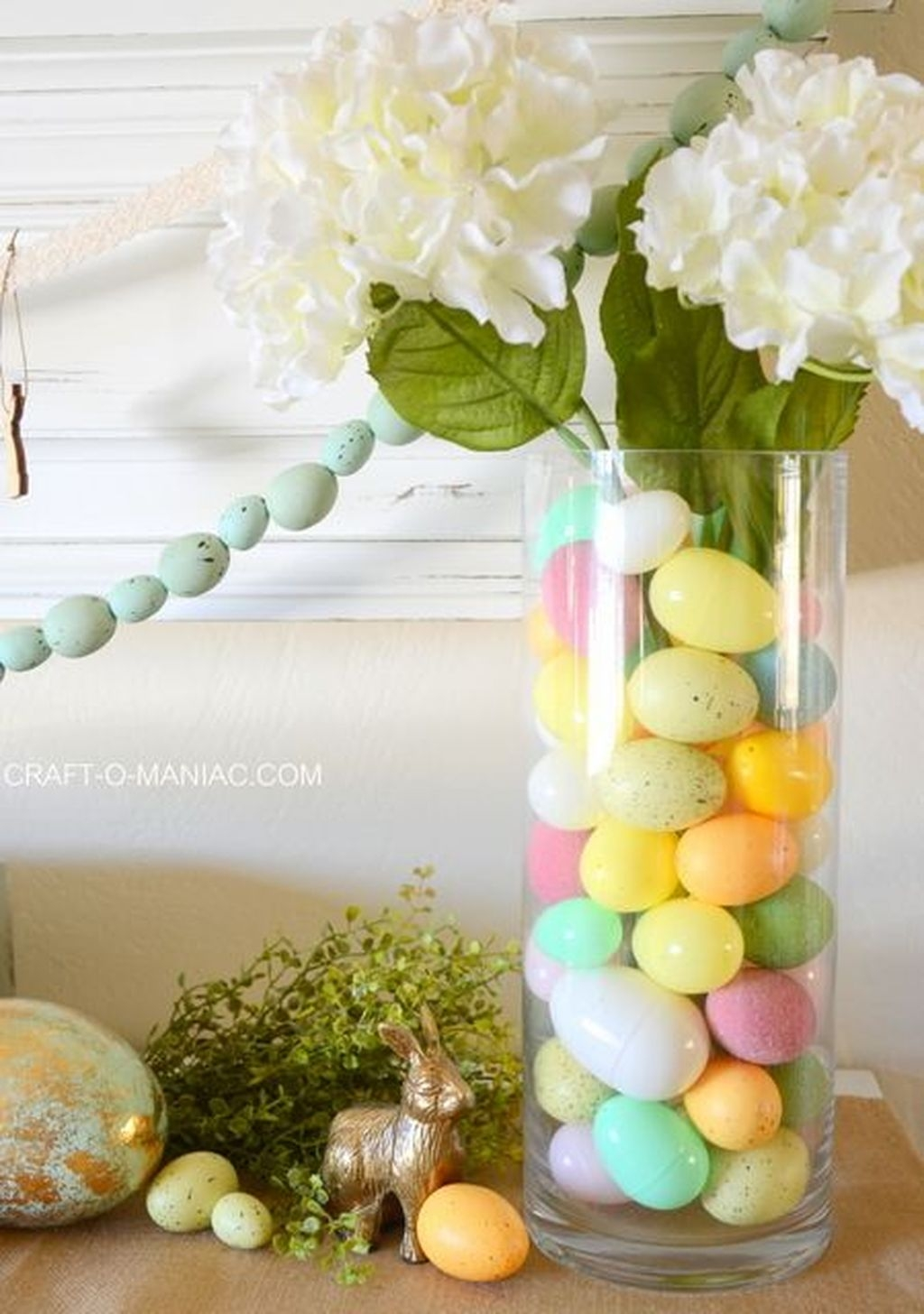 Lovely Easter Living Room Decor Ideas 34