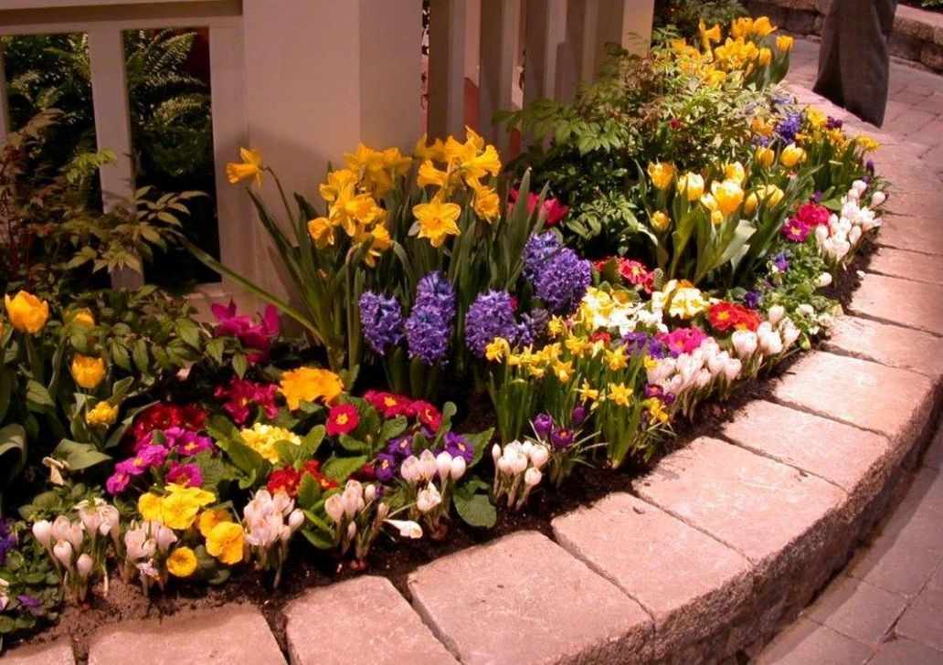 Lovely Small Flower Gardens And Plants Ideas For Your Front Yard 04