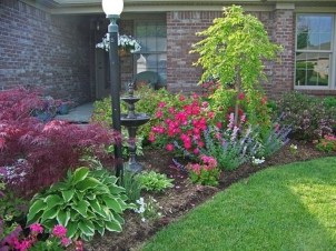 Lovely Small Flower Gardens And Plants Ideas For Your Front Yard 05