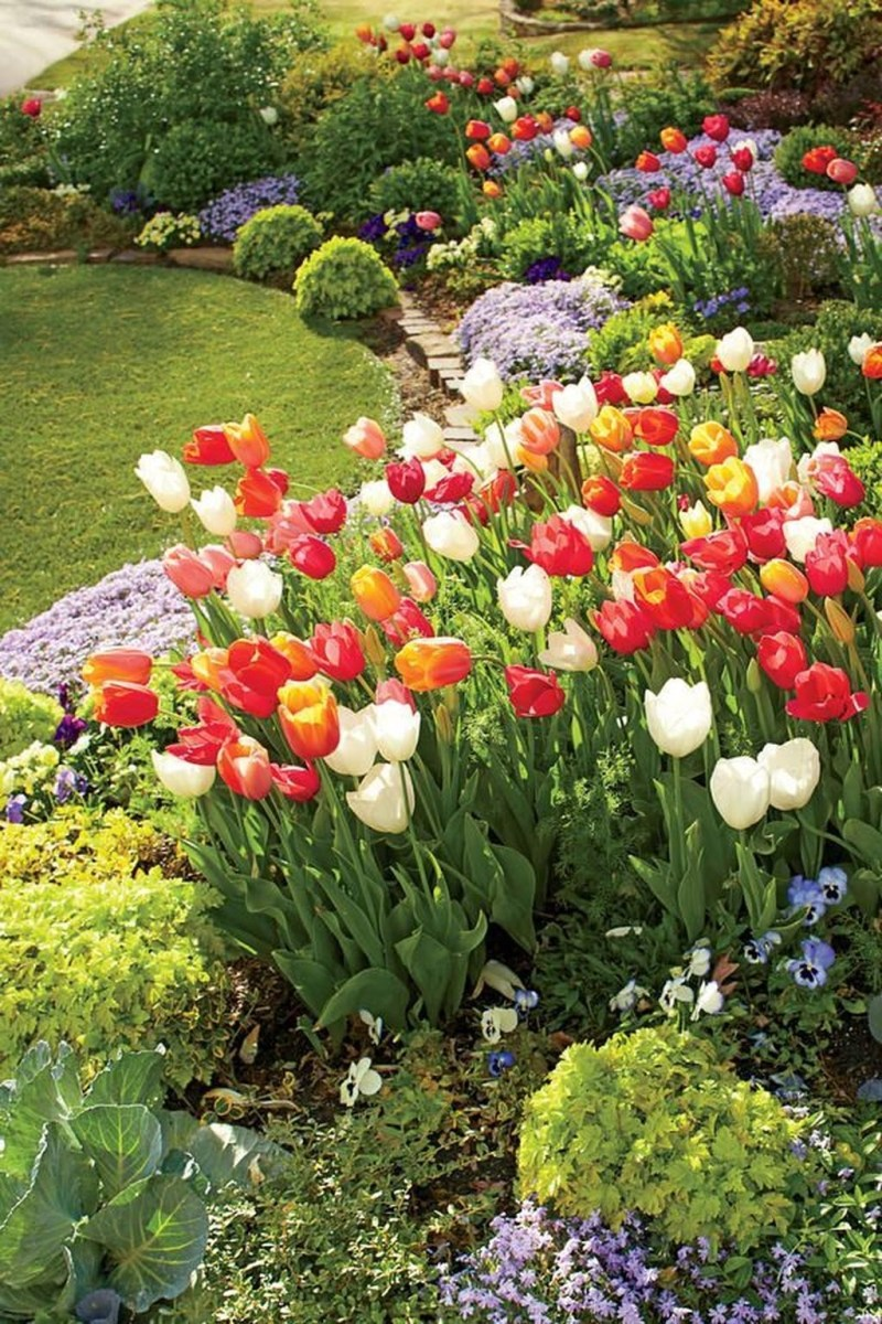 Lovely Small Flower Gardens And Plants Ideas For Your Front Yard 08