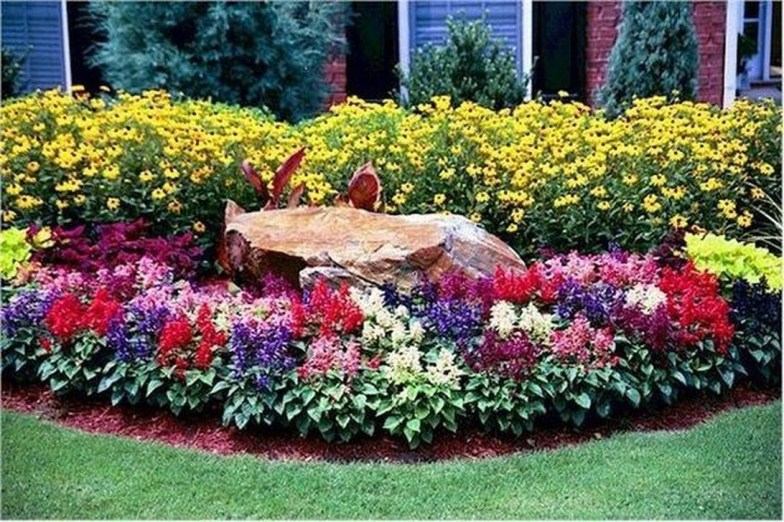 Lovely Small Flower Gardens And Plants Ideas For Your Front Yard 09