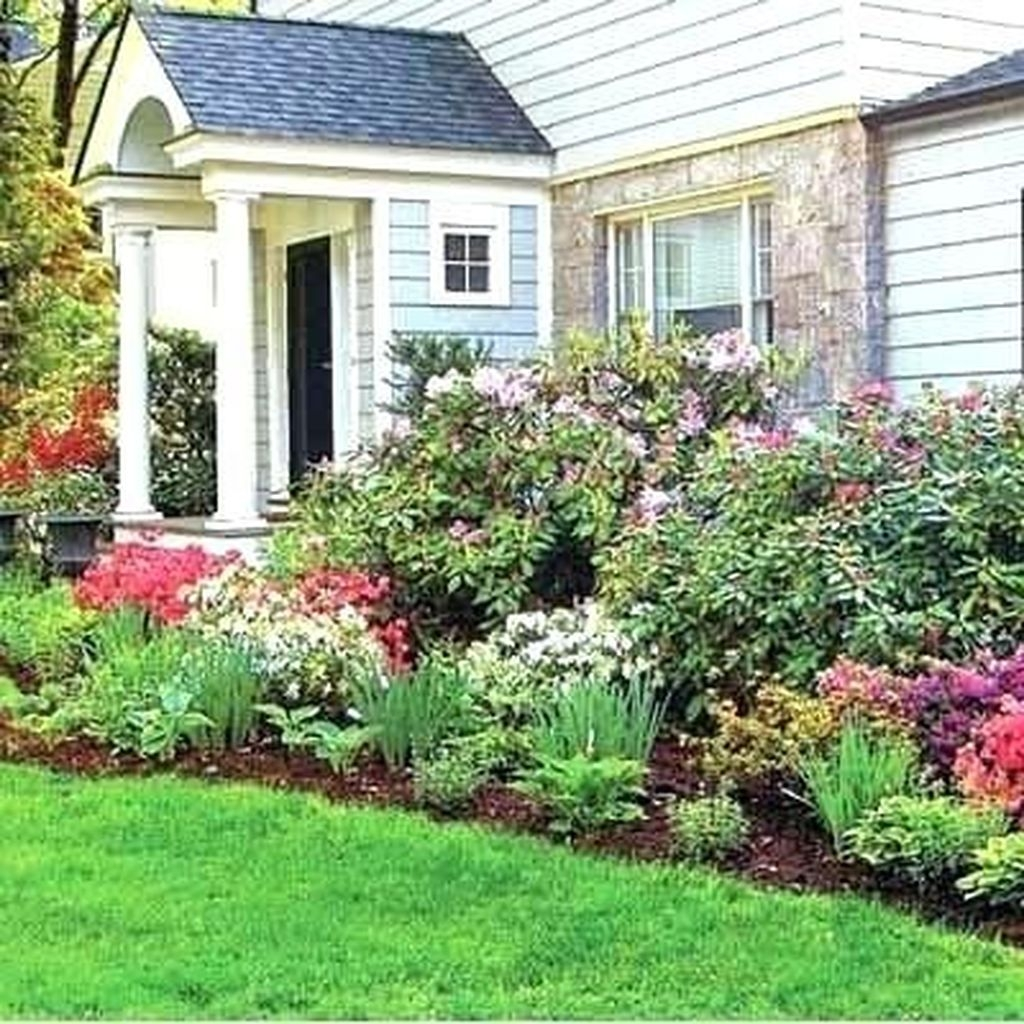 Lovely Small Flower Gardens And Plants Ideas For Your Front Yard 11