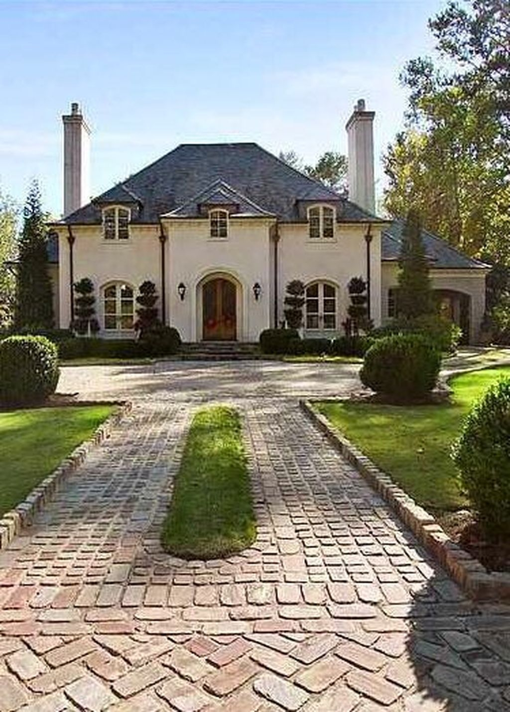 Stylish French Country Exterior For Your Home Design Inspiration 28