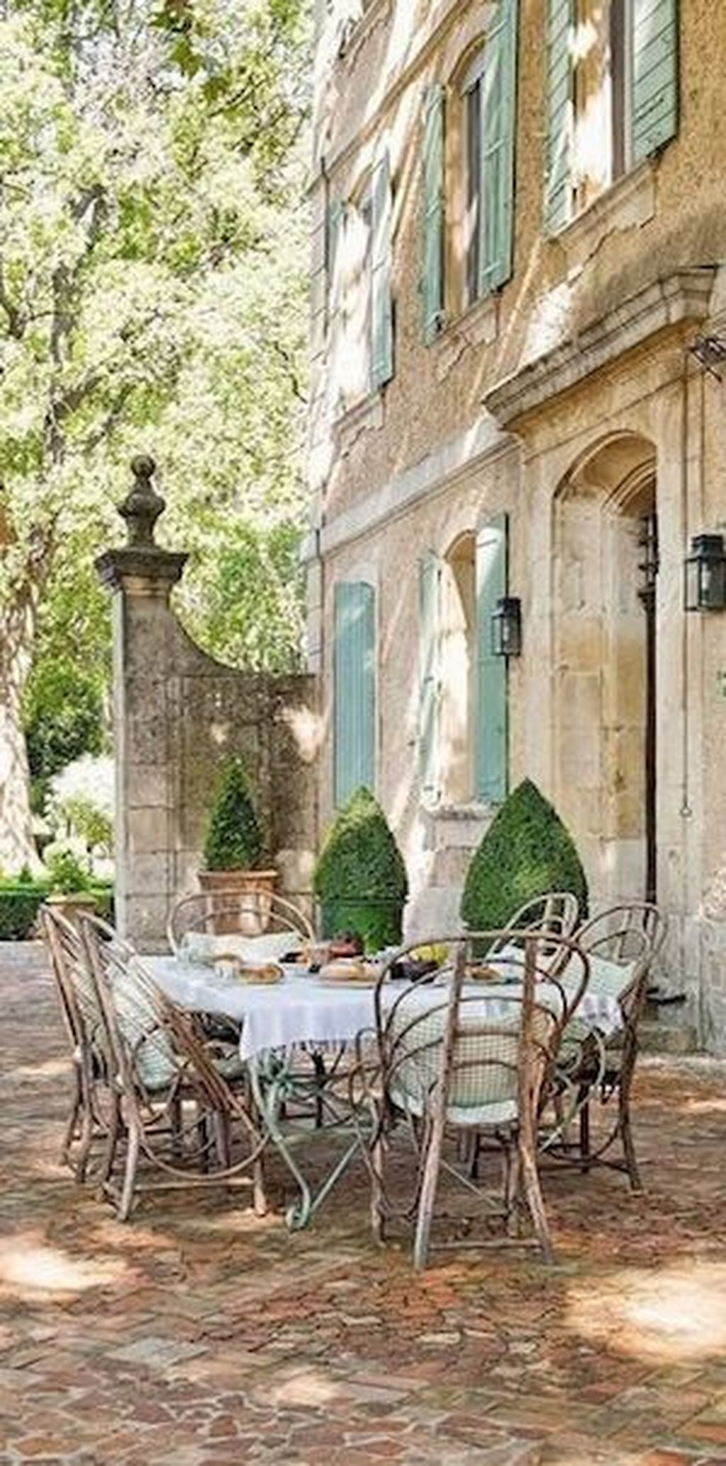Stylish French Country Exterior For Your Home Design Inspiration 33