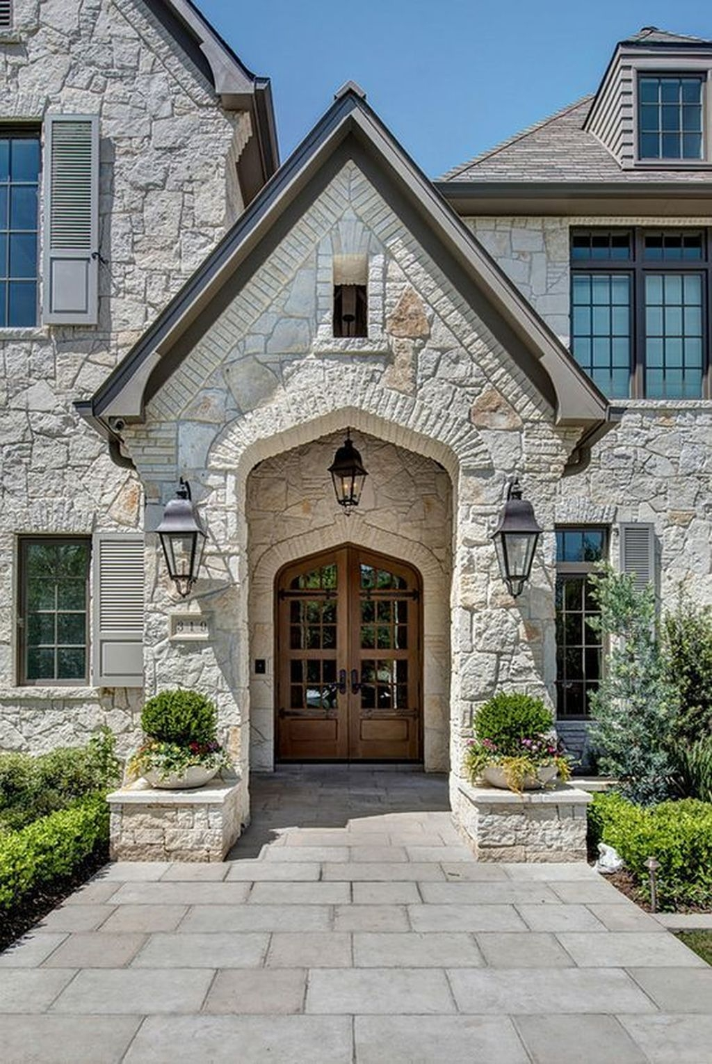 Stylish French Country Exterior For Your Home Design Inspiration 38