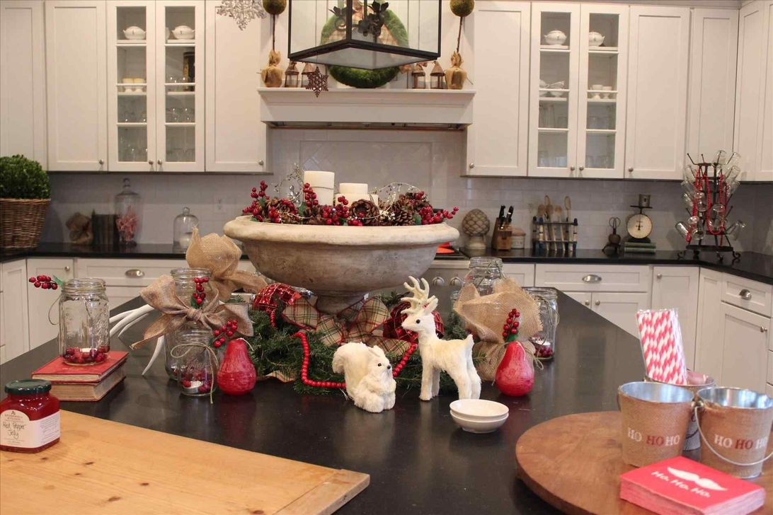 Amazing Christmas Decor For Kitchen Table 12