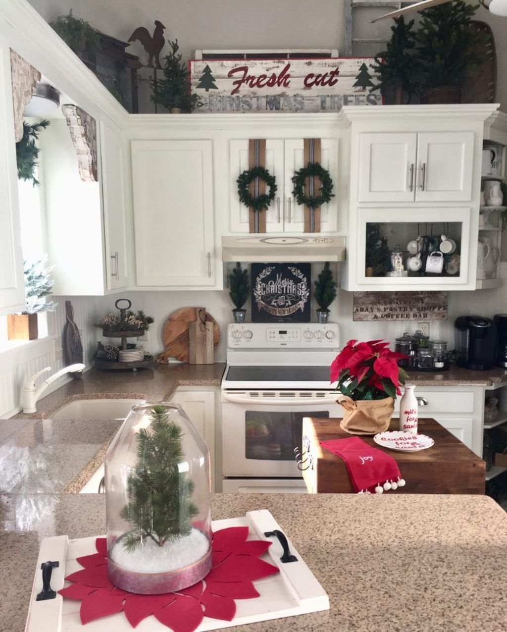 Amazing Christmas Decor For Kitchen Table 24