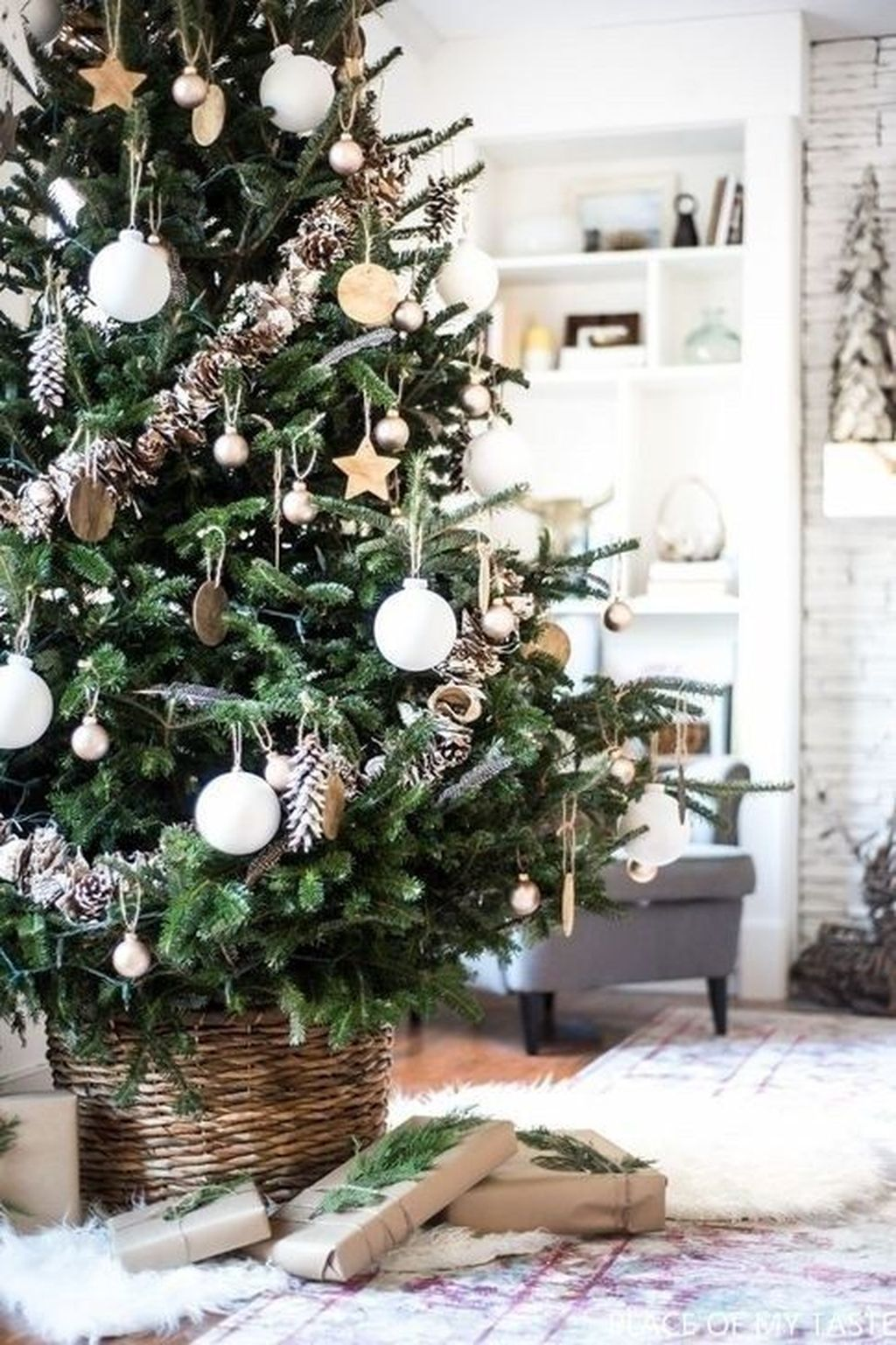 Amazing Christmas Lights Tree Decoration Ideas 32
