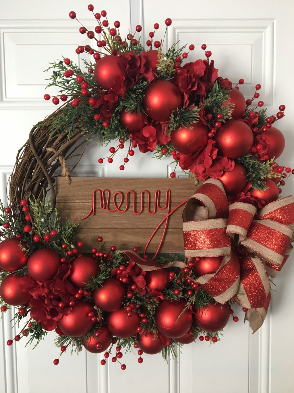 Beautiful Christmas Wreaths Decor Ideas You Should Copy Now 12