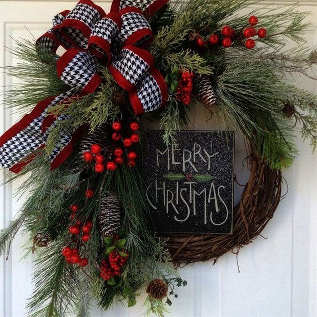 Beautiful Christmas Wreaths Decor Ideas You Should Copy Now 33