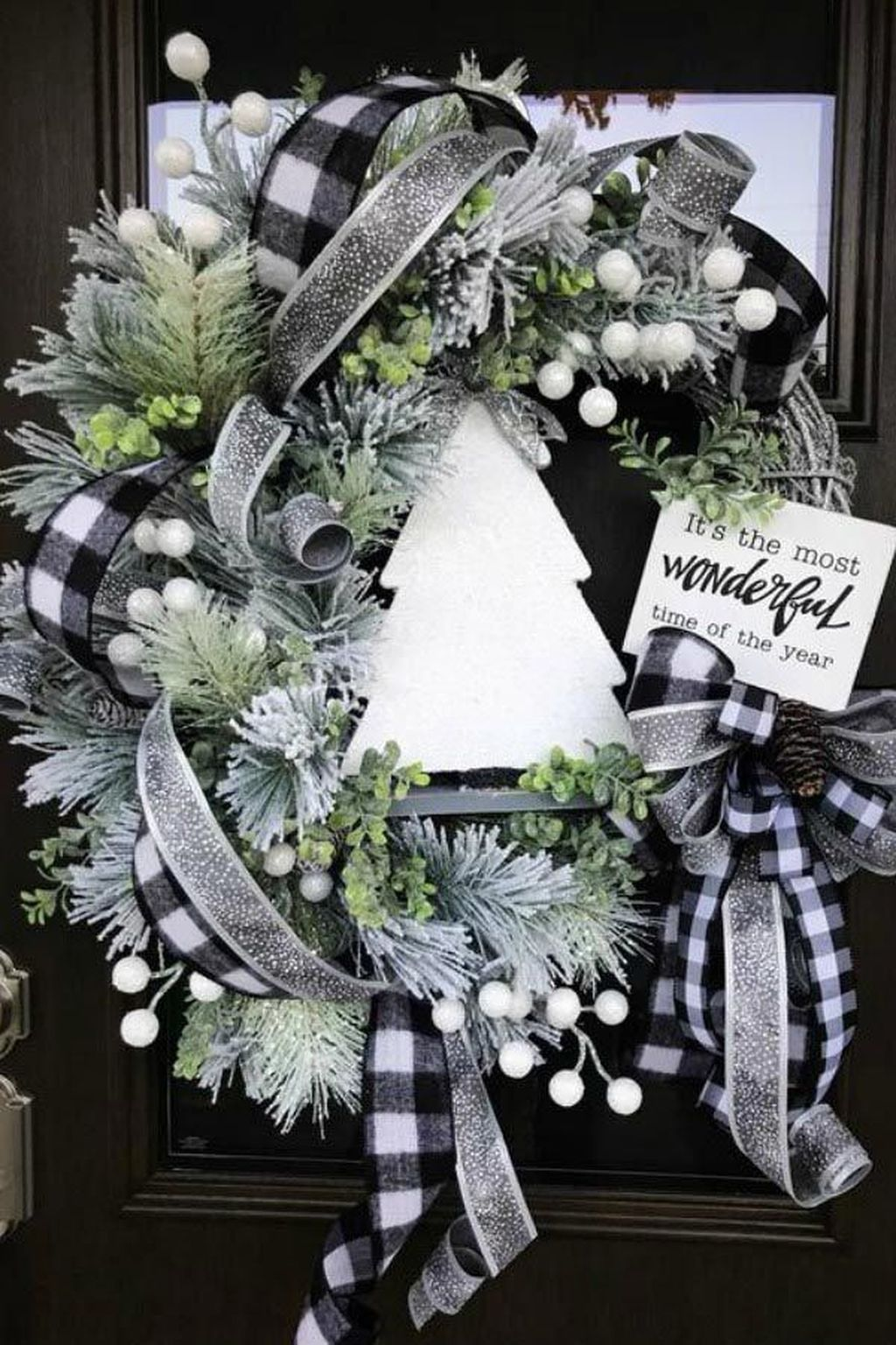 Beautiful Winter Wreaths Design Ideas 05