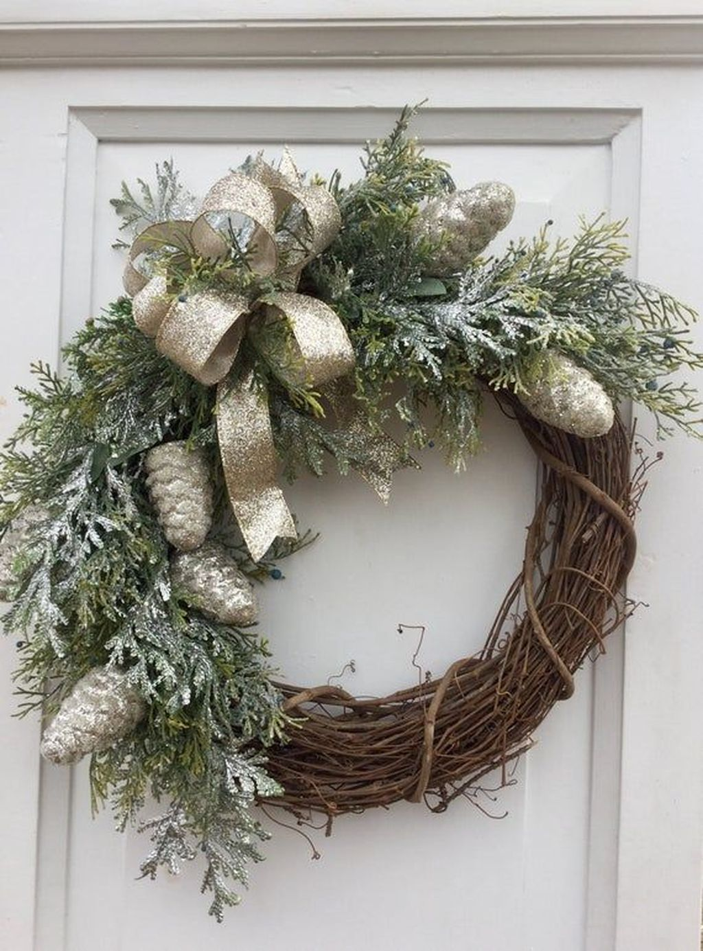 Beautiful Winter Wreaths Design Ideas 08